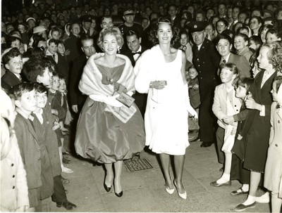 Italians arriving at the Savoy Cinema, Cork